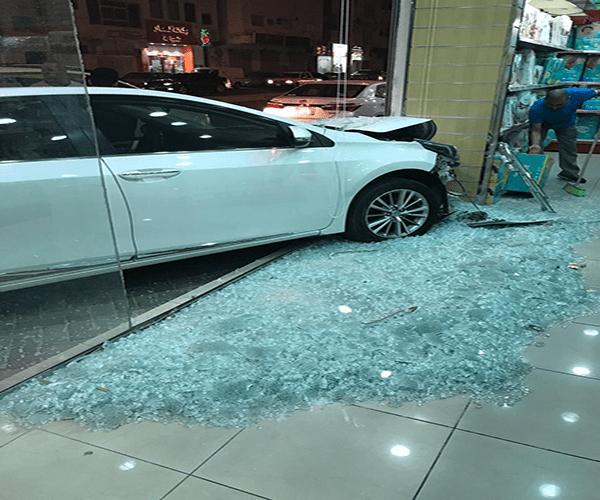 أول حادث بعد نفاذ قرار قيادة المرأة في المملكة… سائقة سعودية تقتحم صيدلية !