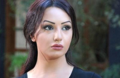 الممثلة السورية دينا هارون دخلت العناية المشددة ، و شقيقتها تولاي توضح حالتها الصحية