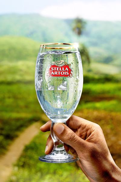 Los-consumidores-pueden-conseguir-su-Copa-e-informarse-más-en-visitando-el-sitio-www.BuyALadyADrink.com.ar