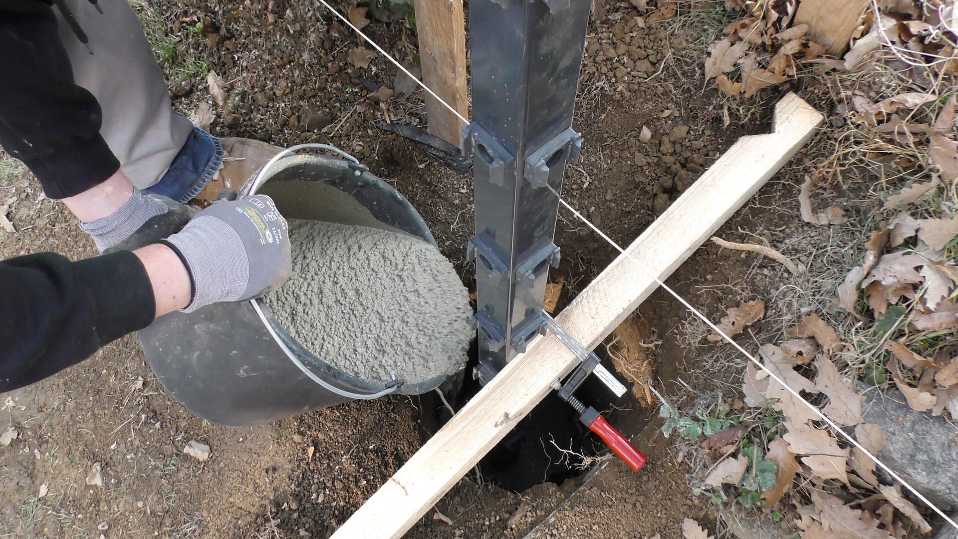 Montageanleitung Zaunpfosten Einbetonieren