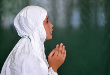 Indonesian Muslim girl prays in Ramadan