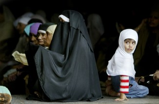 Kashmiri Muslim women praying in Ramadan