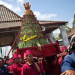 Volunteers carry vegetables, peppers, eggs, and other items from Kraton Palace to the Great Mosque of Kauman in Yogyakarta, Indonesia.