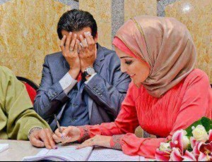 Muslim woman signs marriage contract