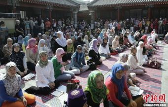 Muslim sisters in Shanghai during Ramadan.
