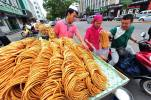 A crispy snack called sanzi, made by Chinese Muslims.