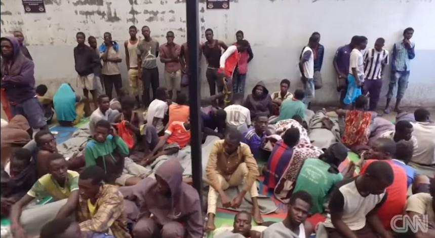 Libye : des migrants battus avec des câbles électriques vendus comme des esclaves