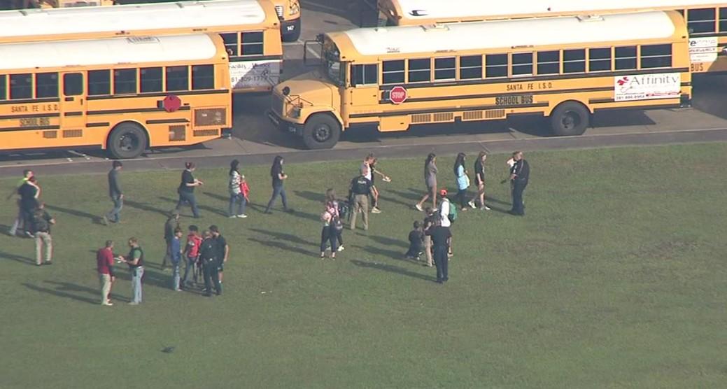 Une terrible fusillade dans un lycée au Texas fait plusieurs morts et blessés