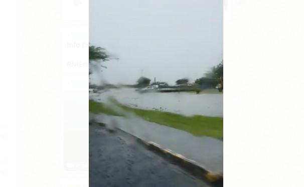 Onde tropicale : l'eau commence à monter à Rivière-Salée et dans les environs