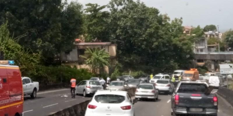 Embouteillage sur la Rocade de Fort-de-France suite à un accident