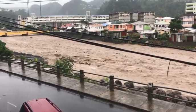 Tempête tropicale ISAAC : les pluies abondantes n'ont pas épargnées la Dominique (VIDÉO)