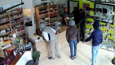 Photo of Un commerçant demande aux braqueurs de revenir plus tard. Ils se font arrêter par la police