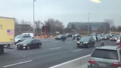 Photo of Etats-Unis : accident en pagaille sur l'autoroute suite à la perte de deux sacs remplis de billets d'un fourgon
