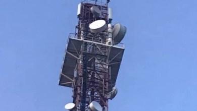Photo of Guyane : un homme escalade une antenne et menace de se suicider