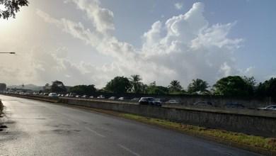 Photo of Une queue interminable sur la RN5 pour une opération de déstockage au Lamentin (VIDÉOS)