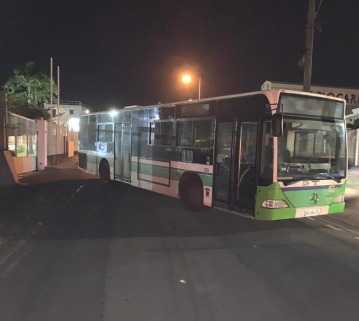 Bus posté non loin de la Sara. Photo : réseaux sociaux.