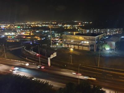 Autoroute à Fort-de-France en Martiniquele soir