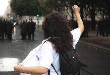 Photo de L'infirmière violemment interpellée par des policiers, placée en garde à vue