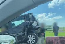 Photo de Deux voitures entrent en collision juste après le pont de Carrère, un véhicule dans le décor
