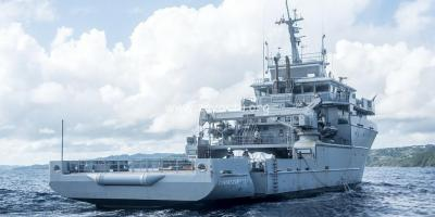 Dumont d'Urville navire militaire