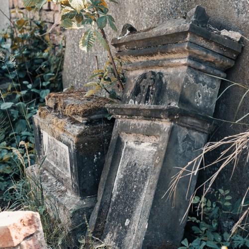 Kostel a hřbitov v Milešově David Surý