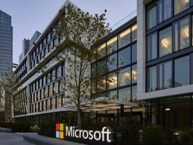 Vier Monate nachdem der Umzug von Microsoft aus dem Umland in die Stadt München mit der Einweihung der neu errichteten Deutschlandzentrale abgeschlossen wurde, beschließt der Stadtrat über den Umweg der Neustrukturierung der IT-Abteilung das Aus für das wohl meistbeachteten und meistdiskutierte Linux-Projekt in Deutschland (Bild: Microsoft)