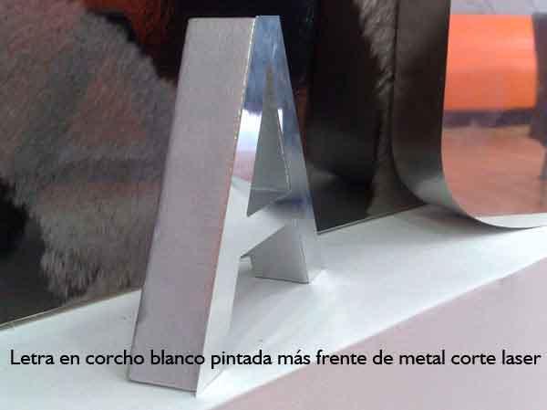 letras coporeas de corcho pintado con frente de metal corte laser