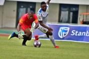 Emmanuel Mayuka try to pass off