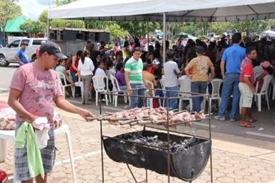 Churrasco irônico em frente à prefeitura de Marabá (1)