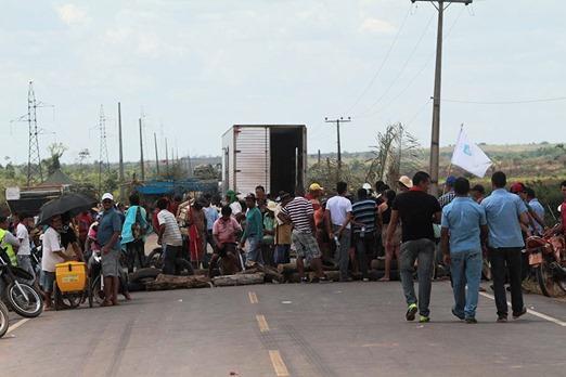 Trabalhadores do MST bloqueiam a BR-155 no Pará