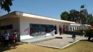 MST invade a prefeitura de Marabá