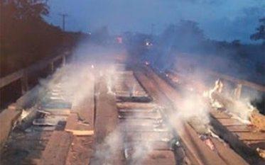Redenção: Ponte de madeira é incendiada na BR-158