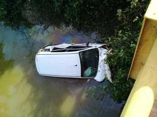 Carro da Secretaria Municipal de Saúde de Xinguara cai de ponte na BR-155