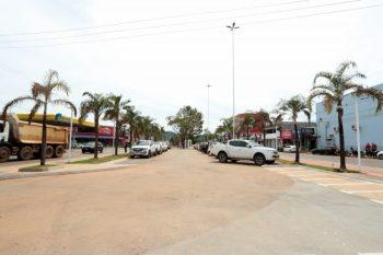 Prefeitura de Canaã retira últimos tapumes da Weyne Cavalcante
