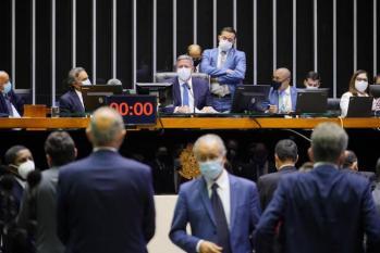 Câmara aprova dois projetos e regime de urgência para mais cinco