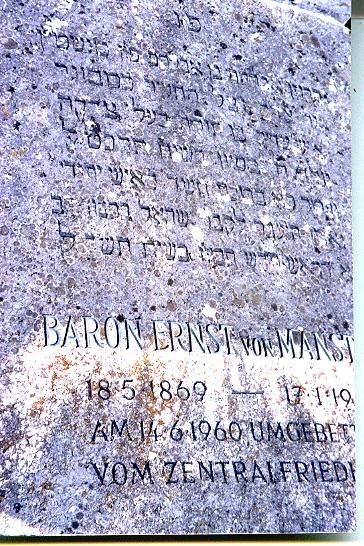המצבה על קברו של אברהם פון מנשטיין