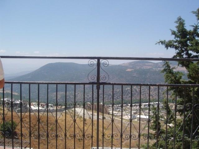 זהו נוף ילדותי הנשקף ממרפסת הבית. כיום, הקומה העליונה של מוזיאון המאירי (צילום: זאב גלילי)