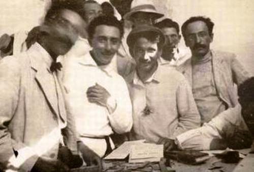 ברל כצנלסון [במרכז]ביום הראון לייסוד דבר