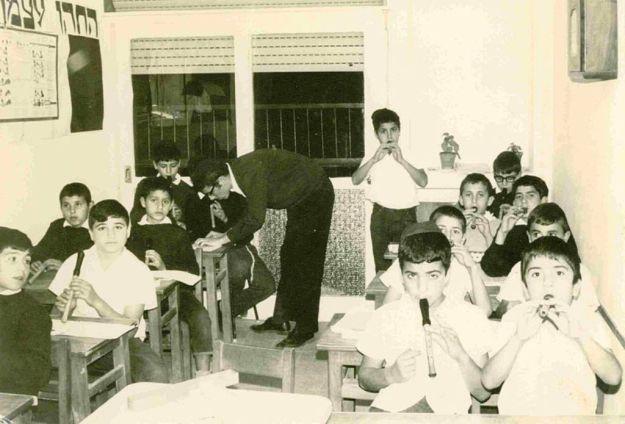 ילדים לומדים נגינה בחלילית, נתיבות שנות ה-70'