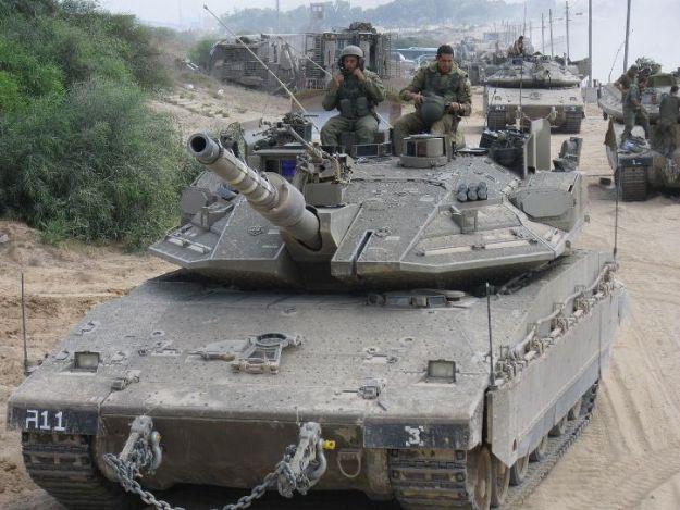 טור שריון של חטיבה 401 הכולל טנקי מרכבה סימן 4מ ודחפורי D9 של חיל ההנדסה הקרבית. [ויקיפדיב]