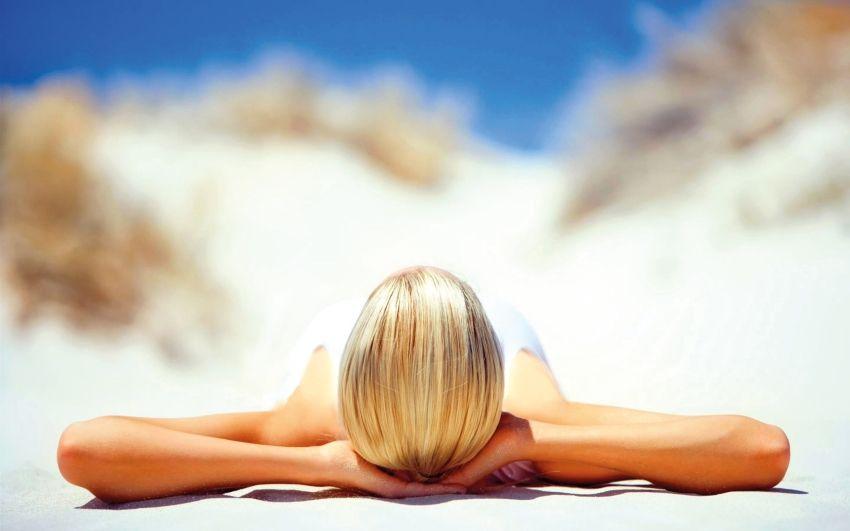 Gezielte Angstmache der Pharmalobby: Nach einer halben Stunde Sonnenbaden hat der Körper bereits zehnmal mehr Vitamin D produziert als die 'Höchstdosis', die man angeblich pro Tag bei der Einnahme nicht überschreiten sollte.