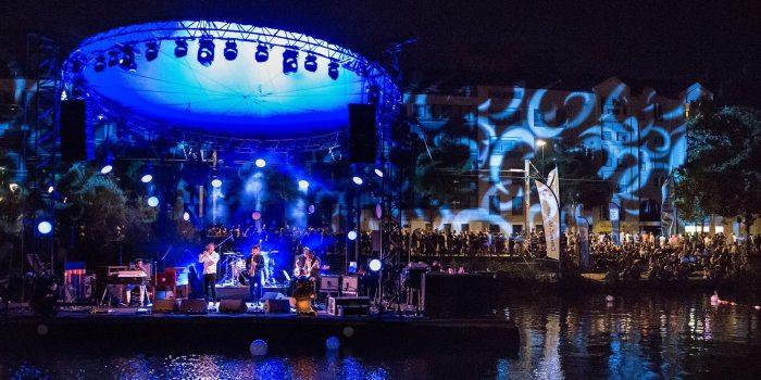 Unique festival gratuit de jazz en France, les Rendez-vous de l'Erdre permettent à un très large public de découvrir ce domaine musical dans toute sa diversité et sa vitalité.