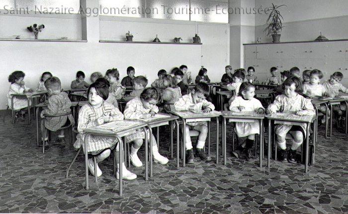 Une classe de l'école maternelle J. Jaurès, dans les années 1950. – Collection Saint-Nazaire Agglomération Tourisme-Écomusée.