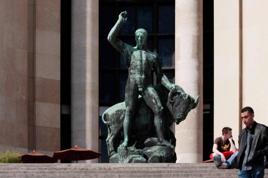 Albert Pommier: Statue Hercule domptant un bison 1937