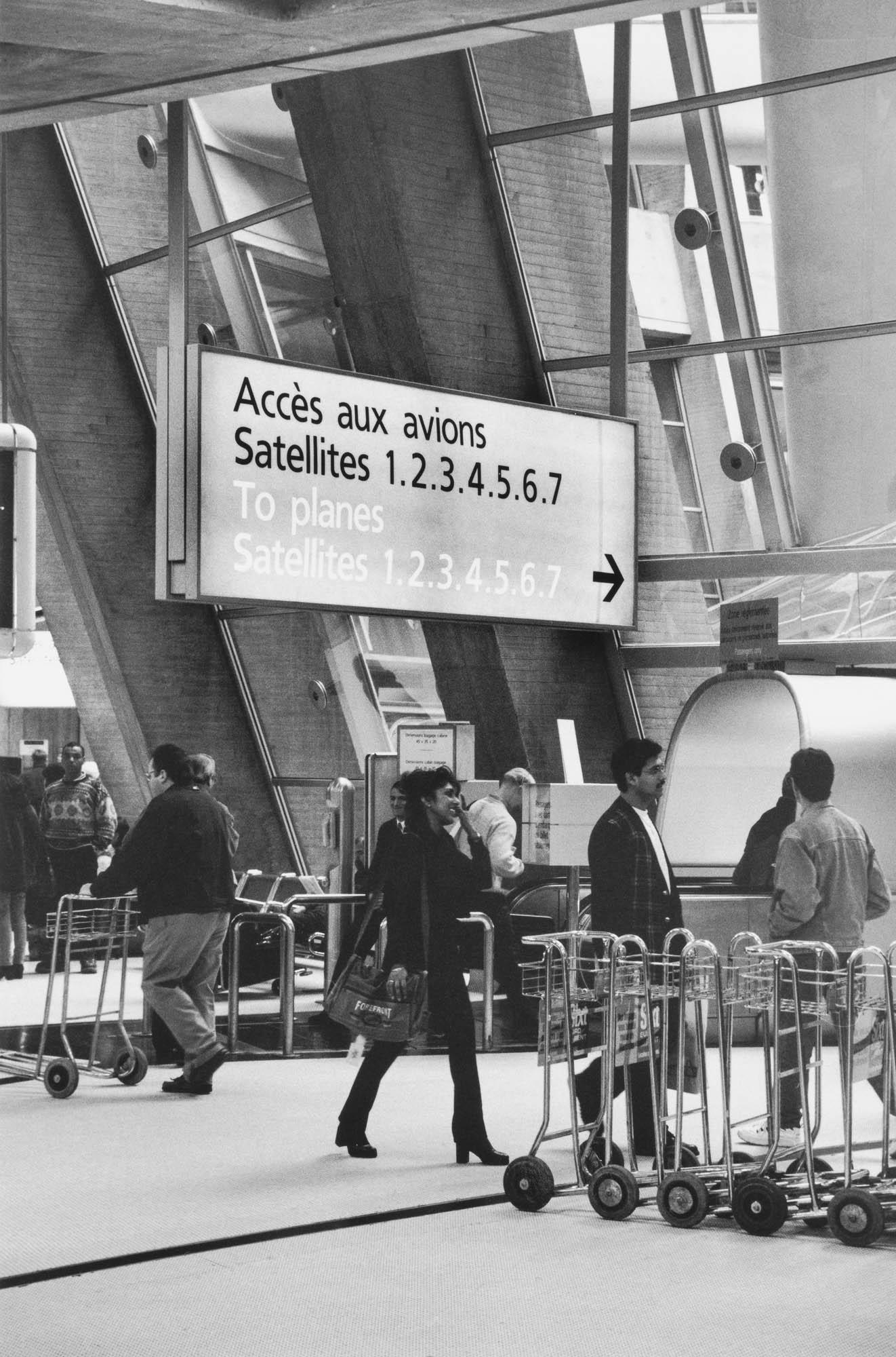 Frutiger Font in Charles de Gaulle Airport 2