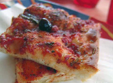 La sardenaira è un gusto forte, molto adatto alla gente di mare.