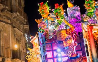 Carnevale 2017: Gran finale a Viareggio, Cento, Putignano, Acireale e Venezia. Tutto il programma nel weekend del martedì grasso