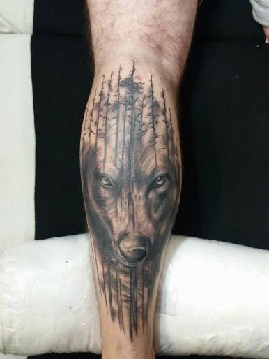 farkas tetoválás vádlira
