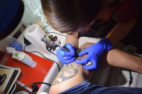 maori tetoválás készítése