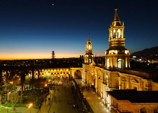 one of the best things to do in arequipa Sunset at Arequipa Plaza de Armas